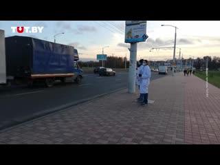 В Минске двое медиков вышли на пикет против задержания коллег