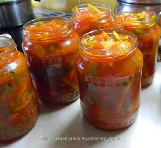 овощная приправа для супов 1 кг моркови, 1 кг помидоров, 1 кг репчатого лука, 300 г красного сладкого перца, 300 г укропа, 300 г петрушки, 300 г сельдерея, 1 кг соли.овощи и зелень тщательно