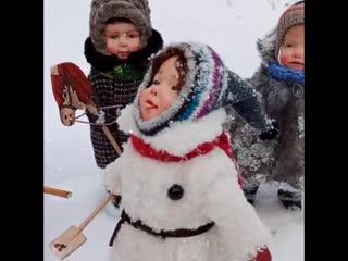 Дети СССР. Я сначала подумала, что детки настоящие стоят, а потом присмотрелась ... 😃