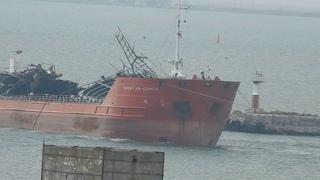"""Танкер """"Генерал Ази Асланов"""" буксировка в порт Крым.Керченская переправа."""