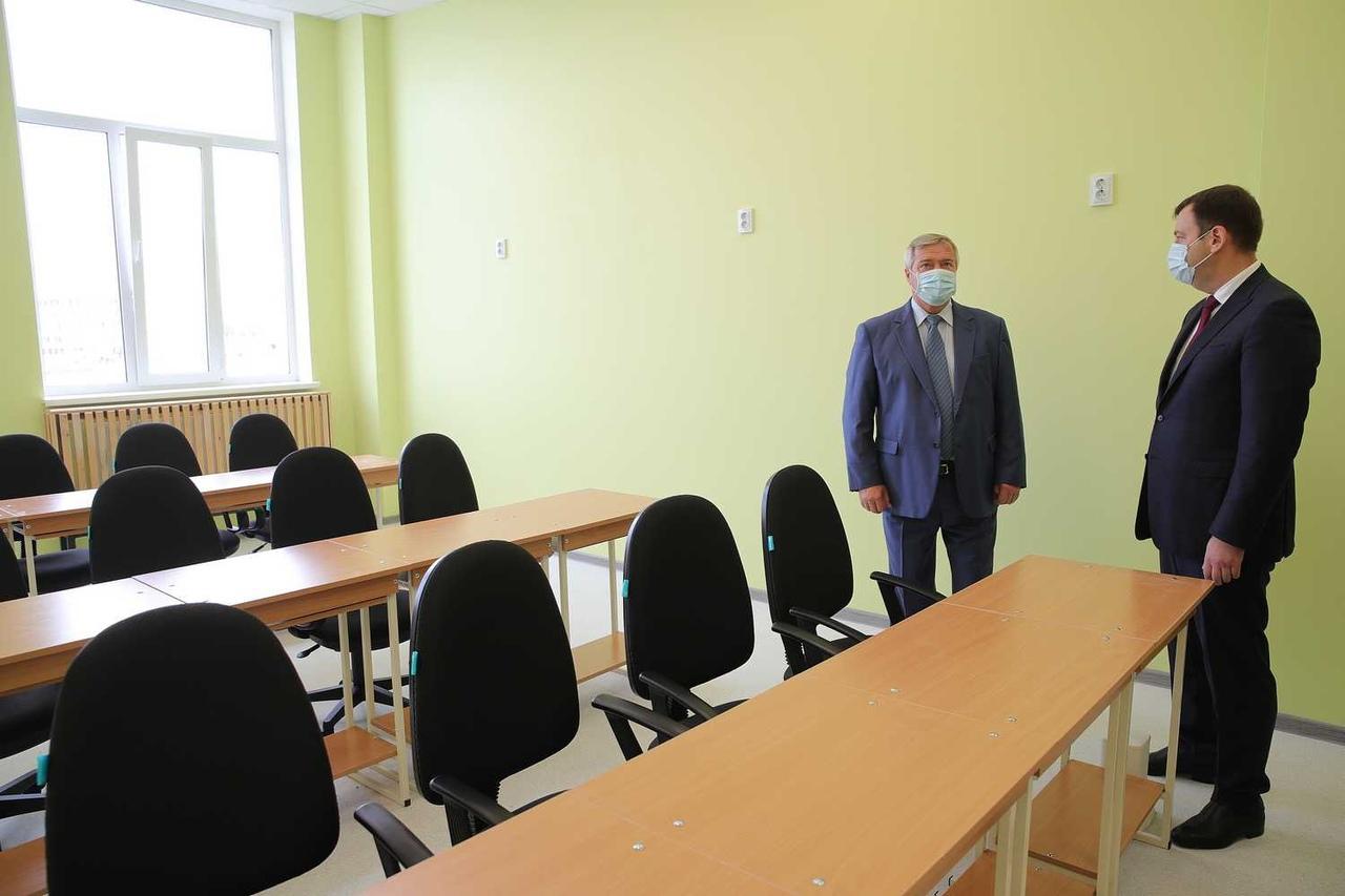 Василий Голубев с визитом в город: «К новой школе №39 в Таганроге должна быть построена дорога»