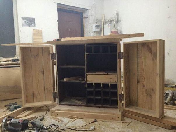 Шикарный барный шкаф