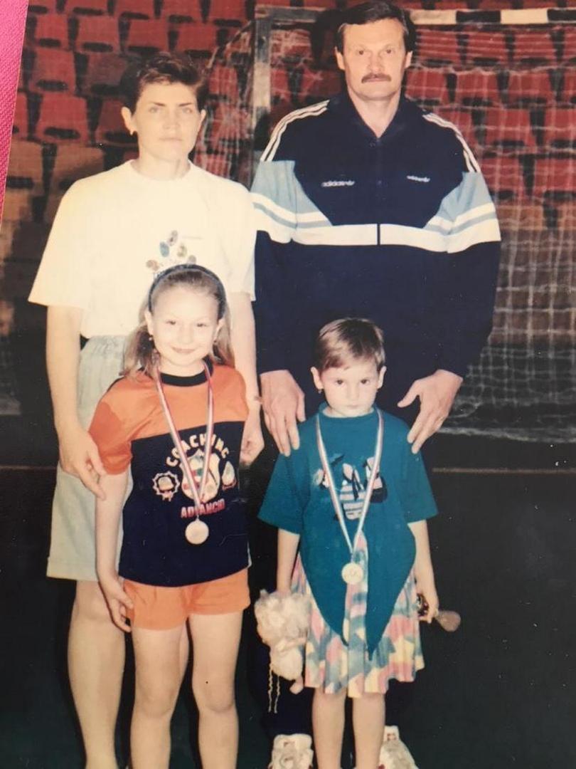 С женой Галиной и дочерьми Ольгой и Александрой