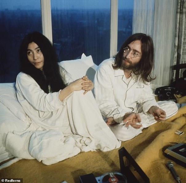 Убийца Джона Леннона извинился перед его вдовой Йоко Оно спустя 40 лет после совершенного преступления Около 40 лет назад у своего дома в Нью-Йорке был убит один из основателей культовой группы