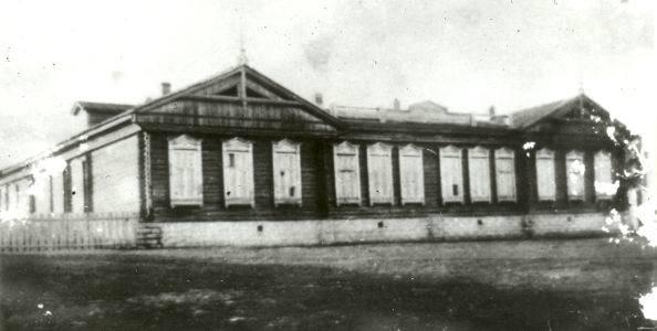 Как физик школу спалил. Эльбарусово (Чувашия), 5 ноября 1961 года. Деревянное здание школы построили в Эльбарусово еще до революции, не закладывая в планировку никаких норм безопасности. Оно и
