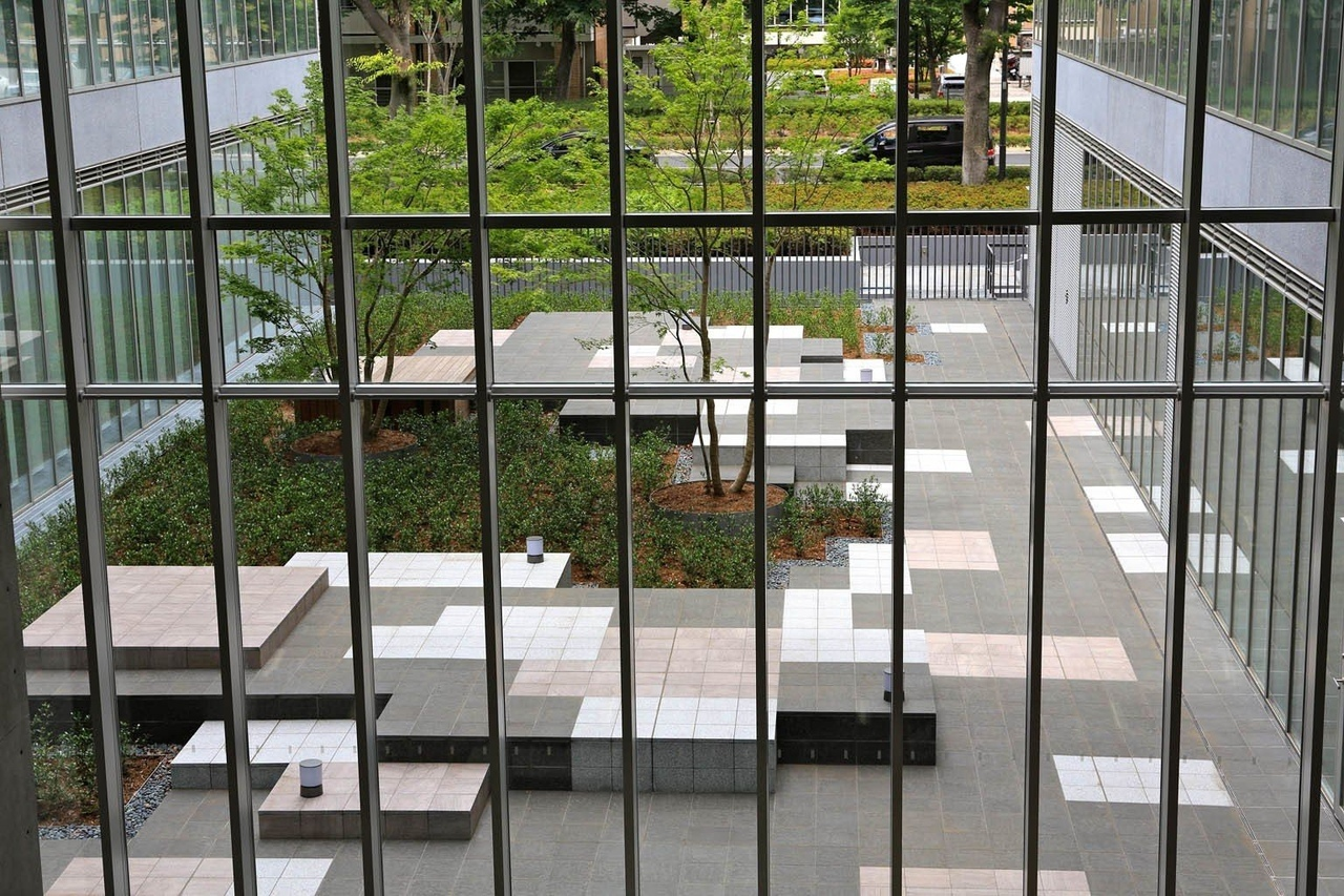 Contemporary Landscape Architecture – Teikyo Heisei University Campus Nakano