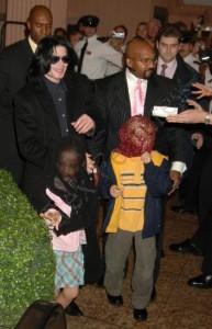 Майкл, Принс и Пэрис в Лондоне, 2005 г.