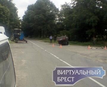 Перекрёсток Вистычи и Ковердяки лобовое столкновение автомобиля и трактора