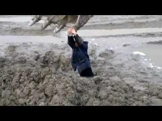 muzhik uvyaz v gryazi yapfiles ru