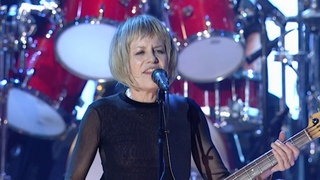 "Talking Heads perform ""Life During Wartime"" at the 2002 Rock & Roll Hall of Fame Induction Ceremony"