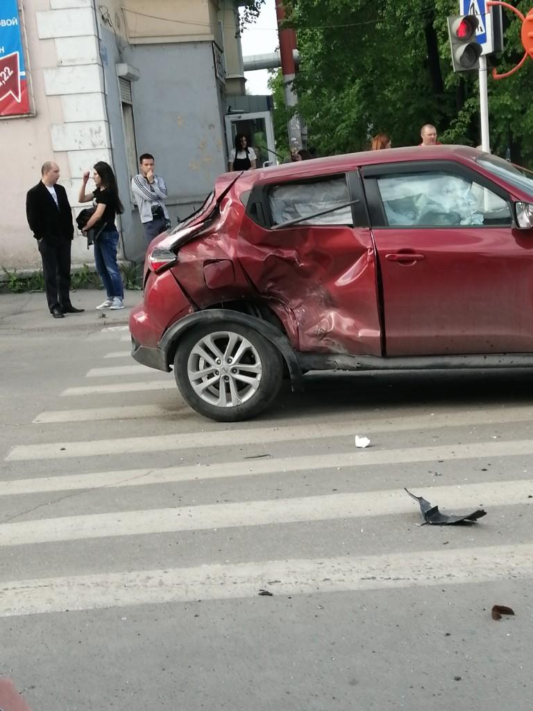 se6y8yZgAD8 - ДТП на перекрёстке Ленина и Толстого
