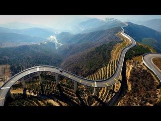 Китайцы построили небесную дорогу