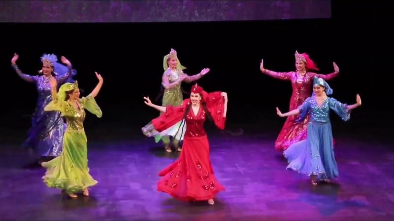 Ансамбль Бахор на концерте в Доме Музыки Таджикский танец