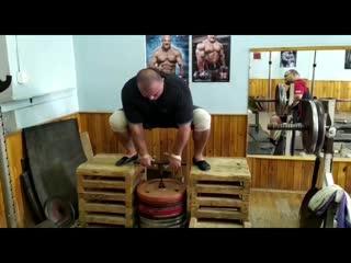 Сергей Голубев тянет из ямы-250 кг