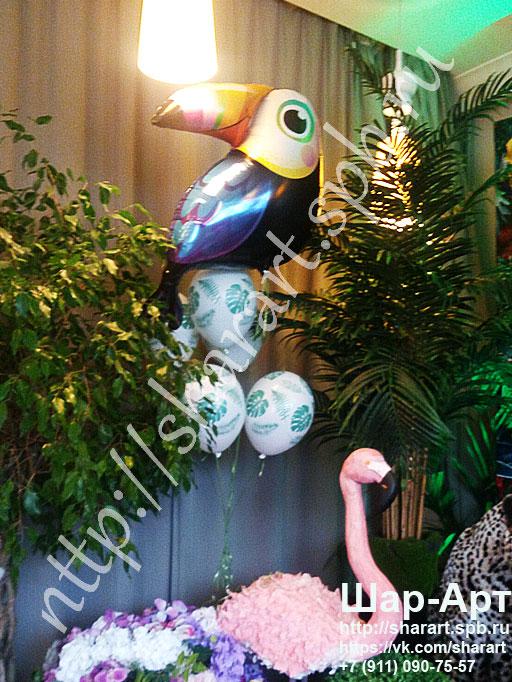 фонтан из шаров на вечеринку в стиле джунгли
