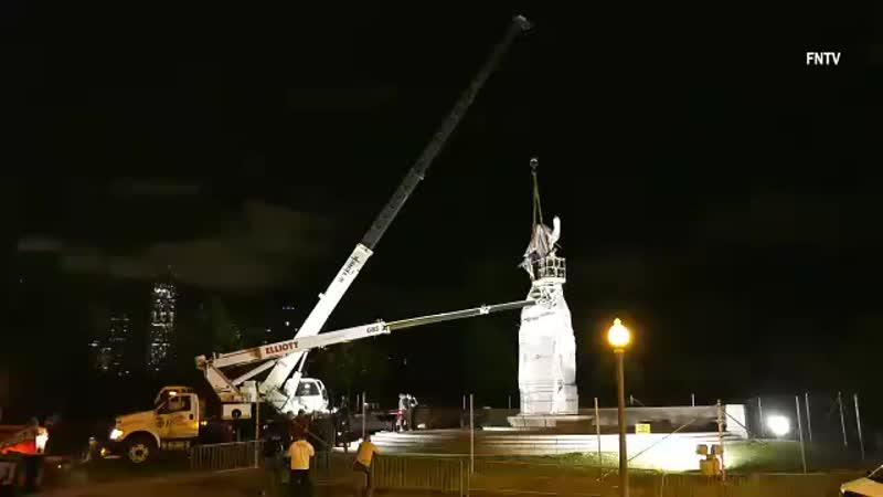 После непрекращающихся протестов и столкновений с полицией мэр Чикаго Лори Лайтфут приказала демонтировать статую Христофора Кол