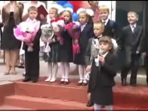 Девочка поет - мальчик танцует. Танцующий мальчик видео. Мальчик 1 сентября