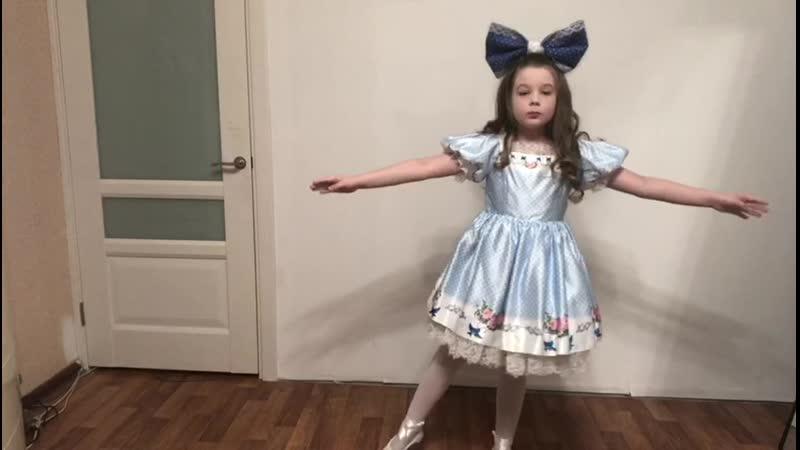 Провоторова Таня 7 лет Краснодар Фрагмент спектакля Под первой звездой танец кукол