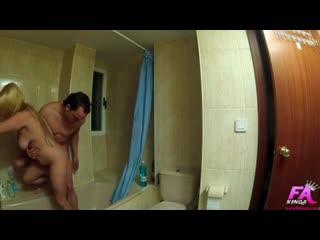 Порно скрытая камера - мужик снял на камеру секс с сисястой женой друга