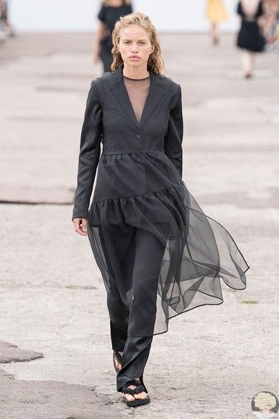 Детские платья для взрослых: невесомые наряды Cecilie Bahnsen Красота в простоте. Так можно коротко сформулировать главный девиз бренда Cecilie