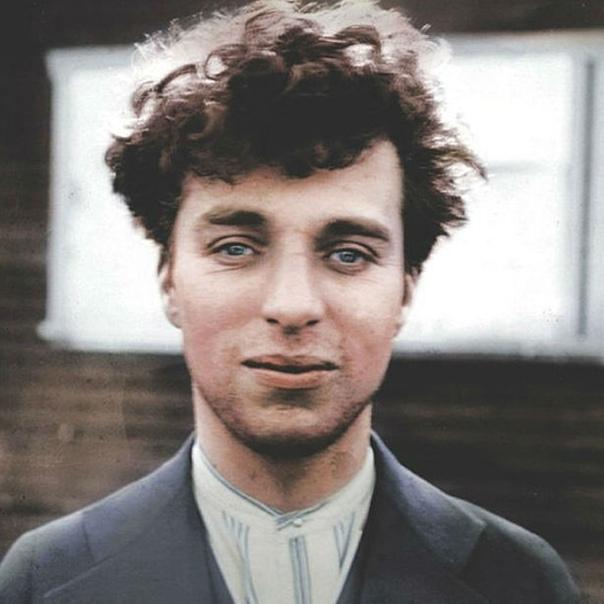 Ценные слова Чарли Чаплина. «Когда я полюбил себя, я перестал красть своё собственное время и мечтать о больших будущих проектах. Сегодня я делаю только то, что доставляет мне радость».Живите и