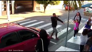 Женщина-полицейский ловко обезвредила грабителя