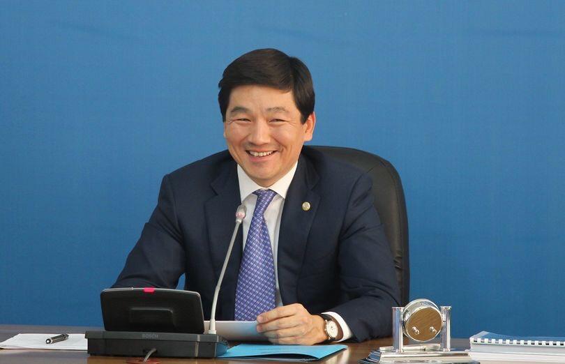 Средняя зарплата по Алматы составляет 205 тысяч тенге — Байб