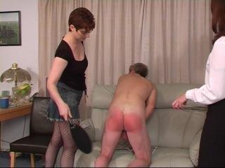 Фемдом (F/M): две Госпожи наказывают раба: ремнем, спанком и другими девайсами.