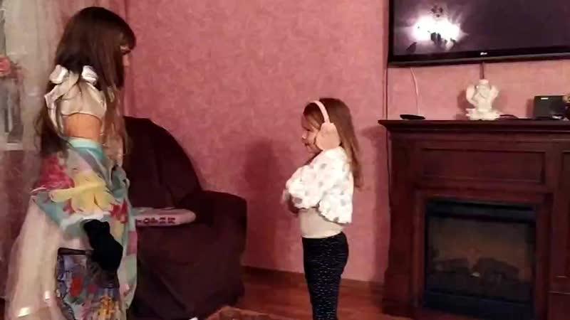 танцы Вари и Вики