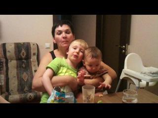 Баба  Лена с внуками