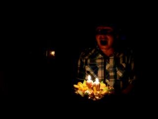 День Рождения Кати Сайрон несёт торт