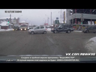 Омск :: перекресток :: девушка на авто