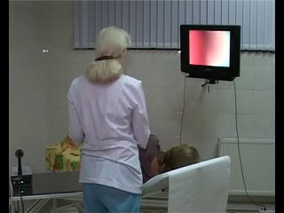реальное видео молодой девушки у проктолога