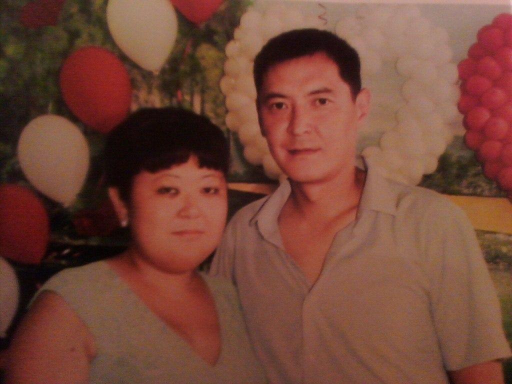 встретила сайна оторбаева фото молодой