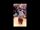 Бабушка танцует верхний Брейк Данс