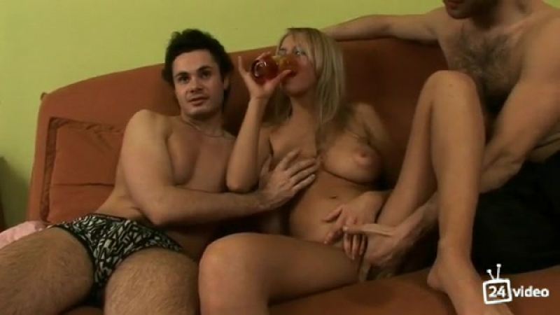 video-dva-napoili-i-nachali-lapat-porno-oral-krasiviy-mirovie