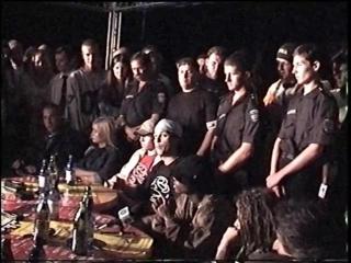 Влад Валов даёт совет Киевскому рэпу (фестиваль Чайка) 25 мая 2001 года