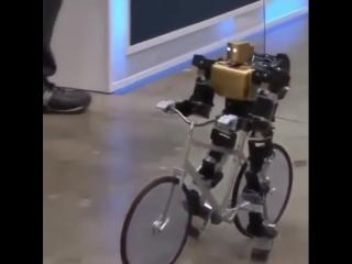 Робот PRIMER-V2 ездит на велосипеде совсем как человек