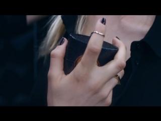 Yves Saint Laurent - Black Opium  (Version Longue)