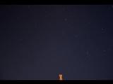 Вращение звездного неба, но Полярная звезда стоит на месте.