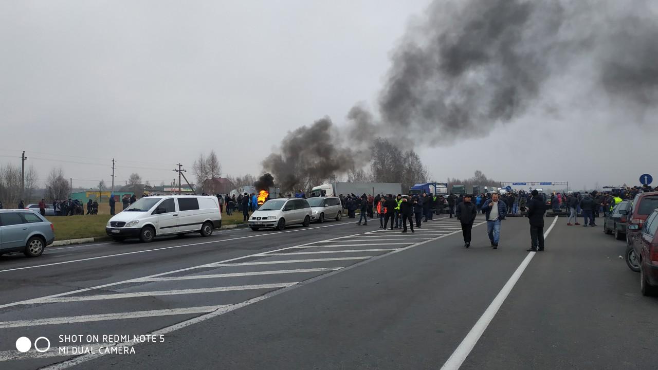 """Переход Мокраны-Доманово перекрыт протестующими """"евробляхами"""" со стороны Украины"""