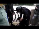 Очень жестокие задержание в Петербурге. Люди лежат без сознания