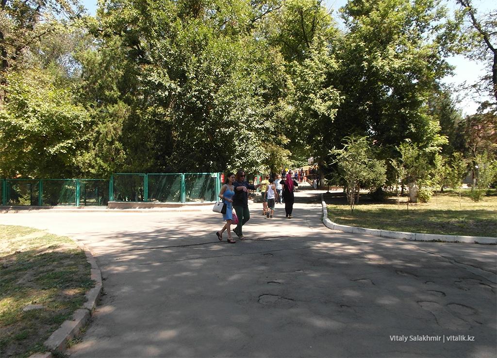Окружение в зоопарке, Алматы 2018