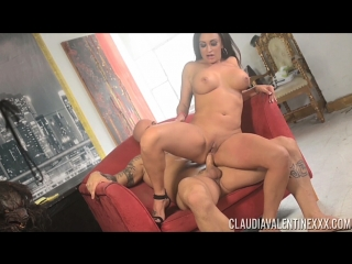 Claudia Valentine. Качок пердолит фигуристую зрелку в анал и кончает в задок. mature mommy milf cougar tits body anal creampie