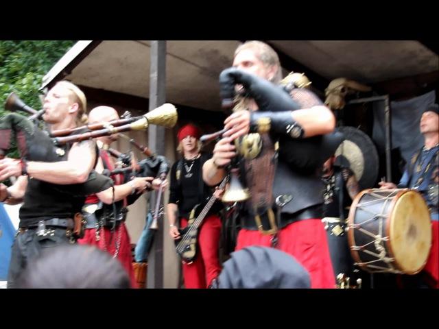 Cultus Ferox beim Sparrenburgfest...Singen mit dem Publikum in HD Qualität - Tamfanae