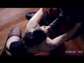Готичная шлюха в корсете обслуживает два члена(порно,brazzers,анал,инцест,мамки,секс,ебля,минет,мжм,сексвайф,sexwife,глотка,doub