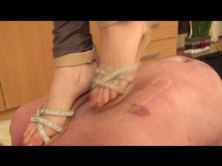 Loren trampling in sandals