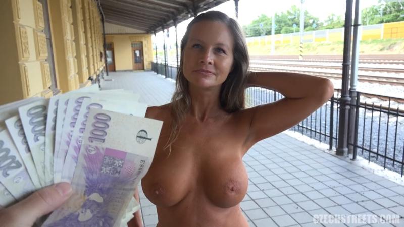 грудастая девушка отдается за деньги - 12