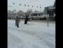 Видео снято утром 25.12.17 на пл.Ленина