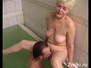 Жестко трахает в попу зрелую старую бабульку в бассейне Mature Teen porno anal анал секс порно кастинг